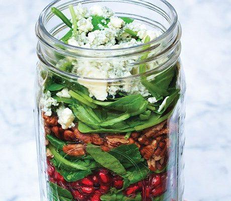 Гранатовый салат с грушей