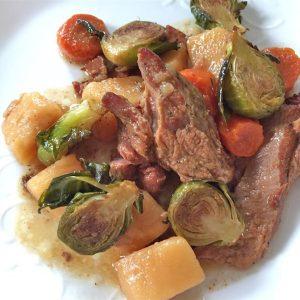 Свинина по-ирландски с брюссельской капустой