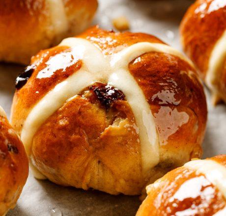 Горячие булочки с крестом