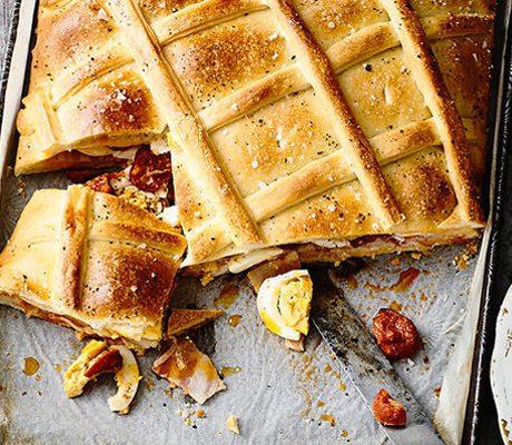 Испанский фаршированный пасхальный пирог хорназо