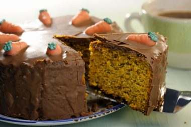 Морковный торт в шоколаде