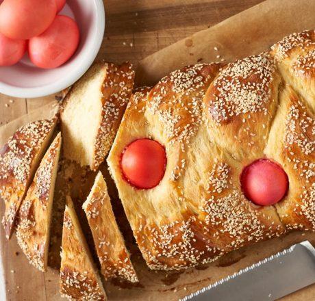 Цуреки – греческий пасхальный хлеб