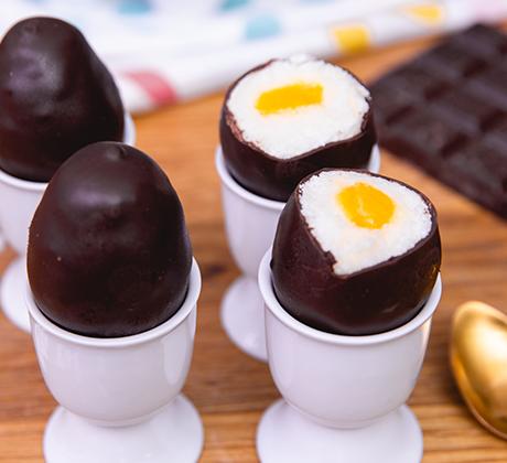 Шоколадные яйца с абрикосовым желтком