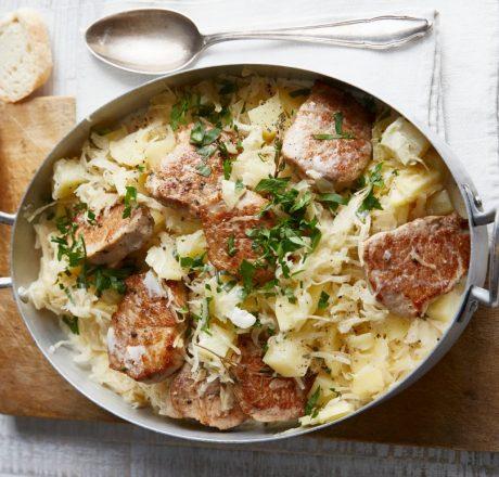 Филе свинины на квашеной капусте с картофелем