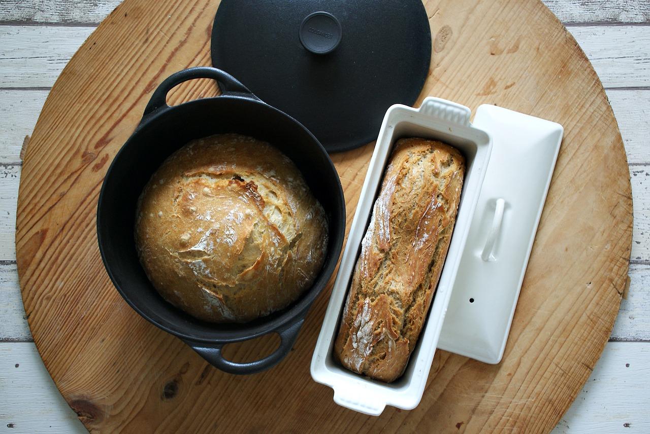 хлеб в кастрюле